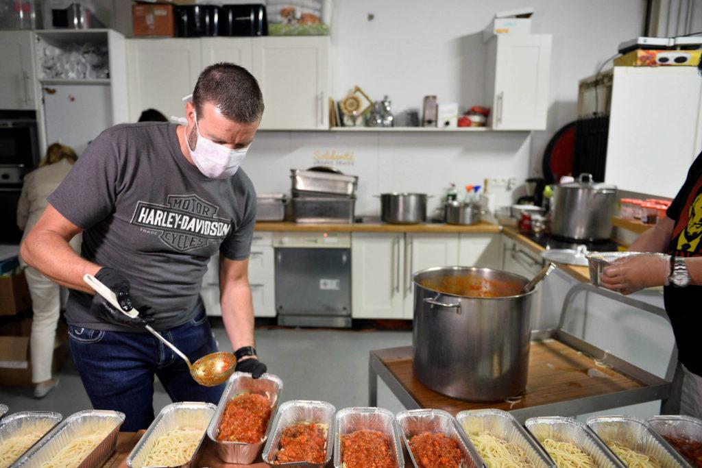 chef-belga-com-estrela-michelin-serve-moradores-de-rua-em-bruxelas