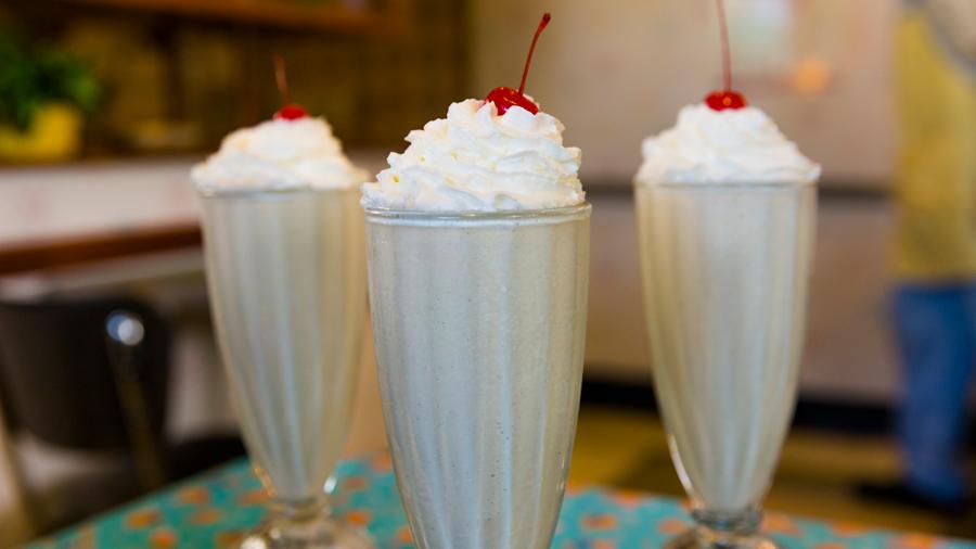 como-fazer-os-famosos-milkshakes-da-disney-com-4-ingredientes