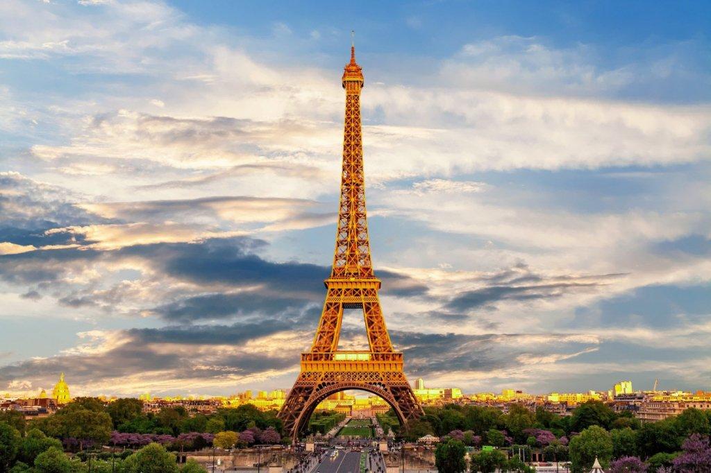 Torre Eiffel reabre após 9 meses